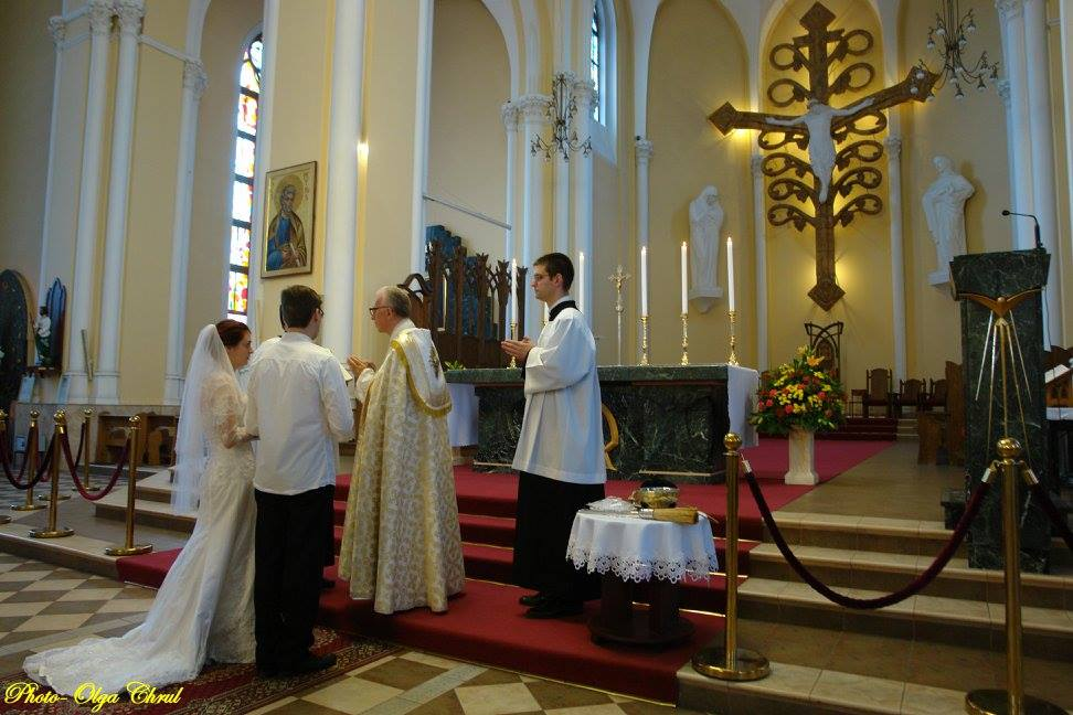 Today, July 25, 2015, Igor Yeletsky and Sofia Akopova got married.  Both said their vows at the main altar of the Cathedral of the Immaculate Conception of the Blessed Virgin Mary in Moscow.